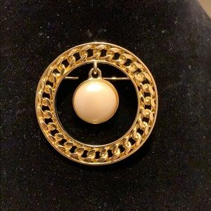 1980s Faux Pearl and Gold Plated Brooch